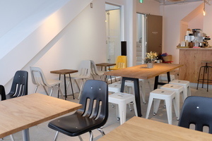 【表参道駅 徒歩30秒 駅近】多目的にご利用可能なカフェスペースの写真