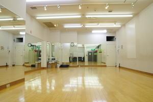 【吉祥寺駅徒歩5分】天井高3m横幅10mクッションフローリングのダンススタジオ。ダンスレッスン、バレエ、エクササイズ、WSにの写真