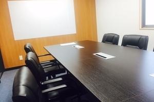 【千葉県八千代中央駅徒歩20秒】少人数制の会合にピッタリな貸会議室ですの写真