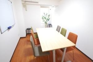 【五反田駅徒歩1分】五反田で最安の完全個室会議室。三菱東京UFJ銀行(五反田支店)そば。WiFi無料サービス付の写真