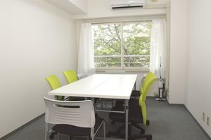 茅場町・日本橋近く。完全個室の小規模会議室の写真