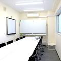 【新宿三丁目駅3分!!】設備無料!18名収容の格安貸し会議室
