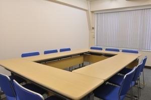 神田駅チカ!8月オープンの清潔感ある12名会議室の写真