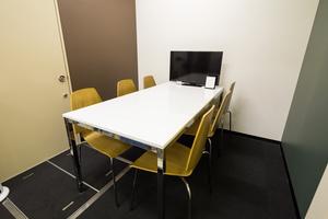 【博多駅すぐ】格安!シンプルでコンパクトなミーティングルーム(貸し会議室)の写真