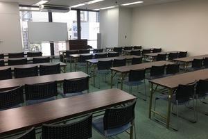 新橋駅徒歩1分!アクセス良好 45名収容の貸し会議室 の写真