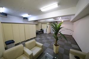 レンタルスペース パークスサイドなんば24 : 会議室の会場写真