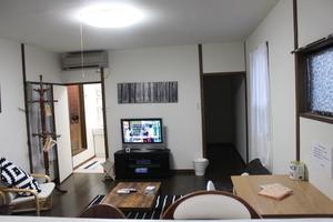 キッチンあり、プロジェクターあり大人数可能の一軒家 : キッチンリビング貸切の会場写真