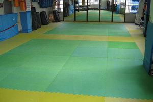 レンタル武道場 西新井 : サンドバッグ、ウェイト器具常備の格闘技道場の会場写真