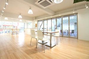 【千駄ヶ谷駅5分】大きなガラス窓があり視認性の高い開放的なレンタルスペースの写真