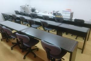 英明塾 : フロント教室の会場写真