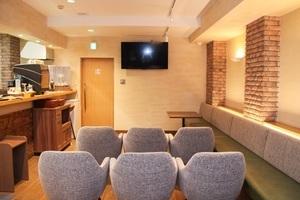 内幸町 貸会議室 & カフェ LOGI CAFE : ミニセミナー用 レンタルスペースの会場写真