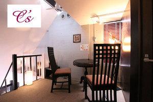 シェアサロンシーズ代々木上原店 : 完全個室のベッド・ドレッサー付属Aルームの会場写真