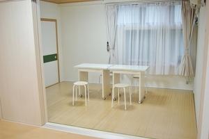 ピラティススタジオMermaid : 7畳フローリングの会場写真