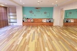 カルチャースタジオ Linoty : 【床暖房完備】ヨガなどの運動。机を出して会議室にも。持ちよりでママ会にも♪の会場写真