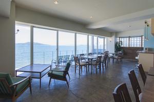 海辺の絶景シェアオフィス「SALT」2階 : SALT2階の会場写真