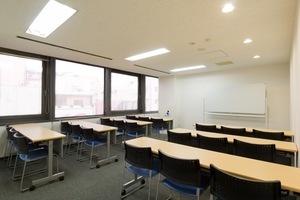 リファレンス 小倉魚町貸会議室 : 会議室404 1部の会場写真
