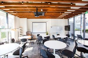 難波 貸し会議室「LINE-UP.INC HQ」 : セミナールームの会場写真