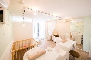 ネイル&ポーセラーツサロン'MOANI'Hiroo : 【貸切】全サロンスペース(椅子全7台。ネイルの場合ハンド2席、フット1席)の会場写真