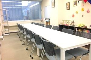 【新宿三丁目】KJ貸し会議室 : 中会議室の会場写真