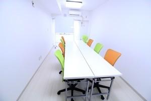 RAKUNA 上野 : 会議室15名収容できます♪の会場写真