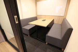 fabbit広島駅前 : ミーティングルーム・4名用(ソファ席)の会場写真