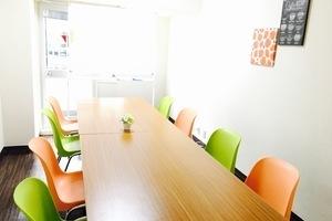 ★JR池袋駅東口すぐ!★ 1時間100円〜 格安 打ち合わせ・セミナーにぴったりな会議室です!の写真