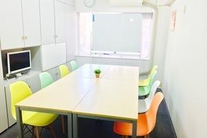 ★JR新宿駅近!★ 打ち合わせ・勉強会・セミナーにぴったりな個室スペースです!の写真