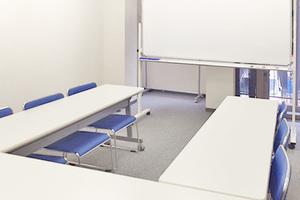 茅場町駅より徒歩5分!小規模セミナーに便利な12名用会議室の写真
