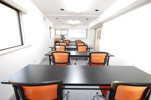 【渋谷駅徒歩4分】24人収容可能では渋谷で最安値!完全セルフサービス会議室の写真