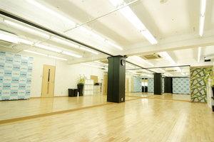 新栄駅より徒歩3分!! 学校帰り・仕事帰りに便利なレンタルスタジオ!! ロッカー付き更衣室完備なので安心してご利用になれます!!の写真