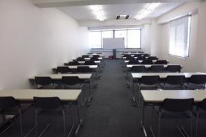 【川崎駅8分!】設備無料!35名収納の中会議室 wi-fi完備!の写真