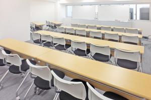 【新宿三丁目駅前】設備無料!30名収容の貸し会議室の写真
