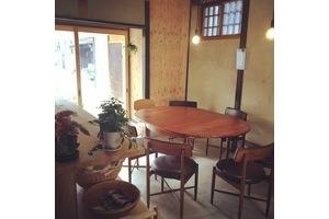 日替わりカフェ AWAI CAFE : カフェスペースの会場写真
