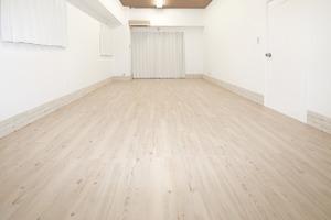 池袋乙女ロードから徒歩1分の白を基調にした[秘密基地のような]完全個室スペースの写真