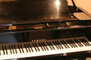 【渋谷駅徒歩6分】グランドピアノの練習が出来るスペースの写真
