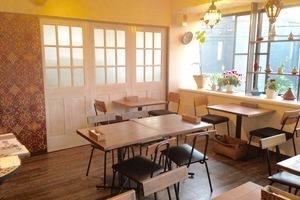 用賀レンタルスペース『シュクランキッチン』 : カフェスペースの会場写真