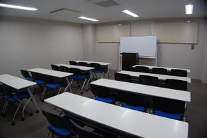 【貸出備品無料】29年4月28日リニューアルオープン!綺麗で設備も揃った会議室を多用途にお使いくださいませ♪の写真