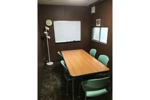 勉強カフェ博多プレース 会議室 : B会議室の会場写真