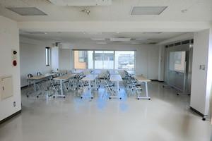 【国立駅】最大70名まで 会議室・教室に廉価で使用できますの写真