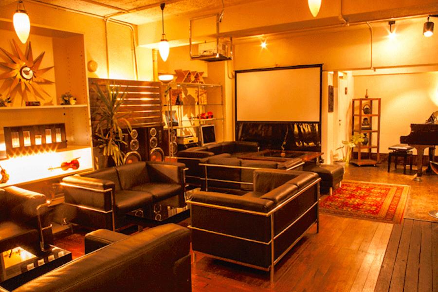 新宿 貸切ラウンジ ガイヤール : スタジオフロア貸切の会場写真