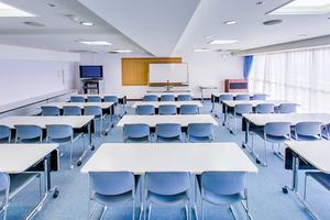 最大45名収容可能 三浦海岸の会議室(スペースタイプB)の写真