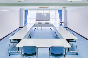多目的スペース「マホロバ・マインズ三浦」: 会議室C−1の会場写真