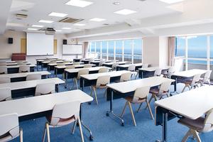 150名収容可能 三浦海岸の会議室(スペースタイプD)の写真