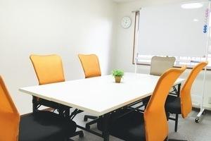 【神保町・九段下駅すぐ!】無料WiFi 格安  明るい 快適な個室スペースです!の写真
