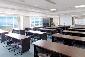 最大100名収容可能 三浦海岸の会議室(スペースタイプA−3)の写真