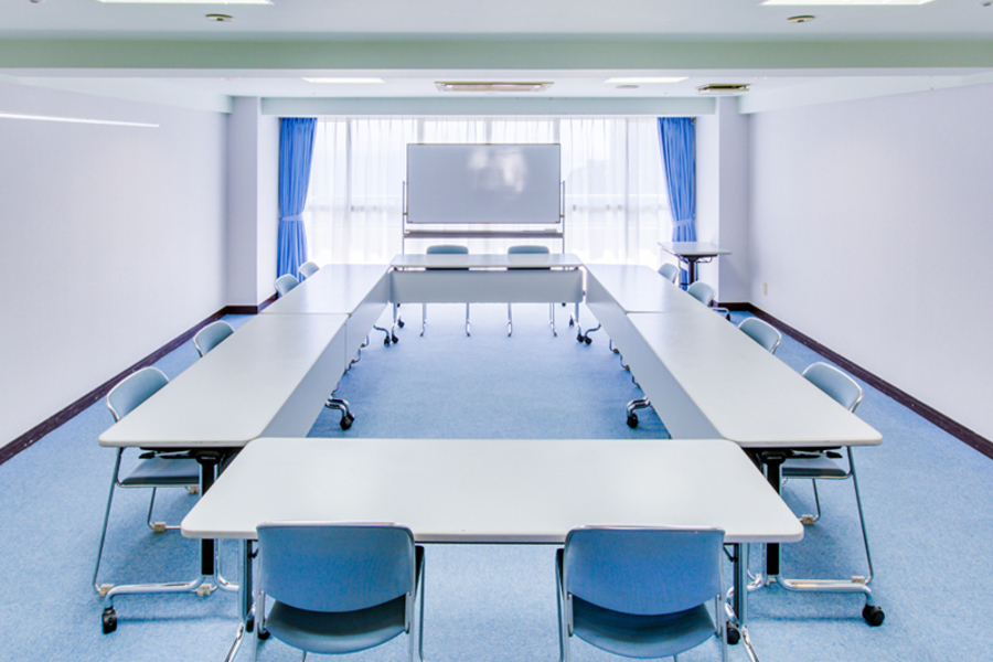 多目的スペース「マホロバ・マインズ三浦」 : 会議室C−8の会場写真