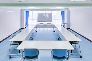 多目的スペース「マホロバ・マインズ三浦」 : 会議室C−9の会場写真