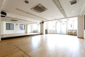駅真上 曙橋駅歩1分のダンススタジオの写真