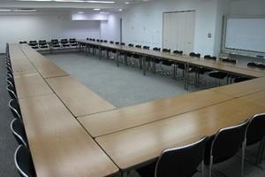 銀座駅徒歩3分!会議やセミナーに最適な貸し会議室 スクール型90名収容可能の写真