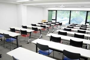 【市ヶ谷】緑の見える高級感のある貸会議室の写真
